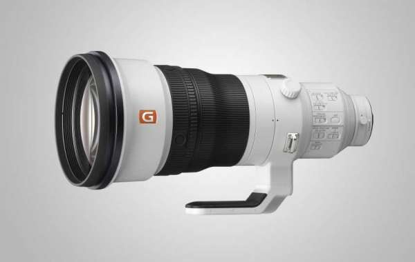 Sony fills a big hole in its lens lineup with a 400mm f/2.8 telephoto prime